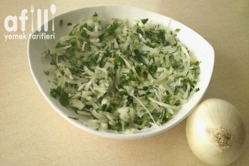 Soğan Salatası Tarifi